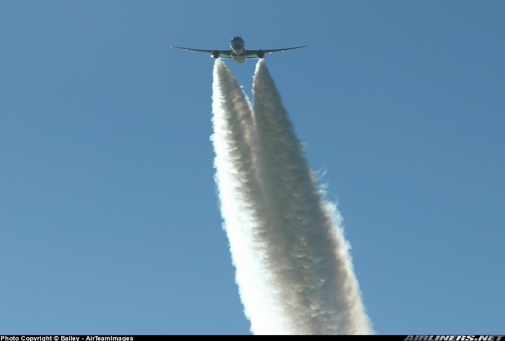 0 772 Emirates EMD Cruise MASSIVE Contrails AirToAir Cyprus 11 2004.jpg