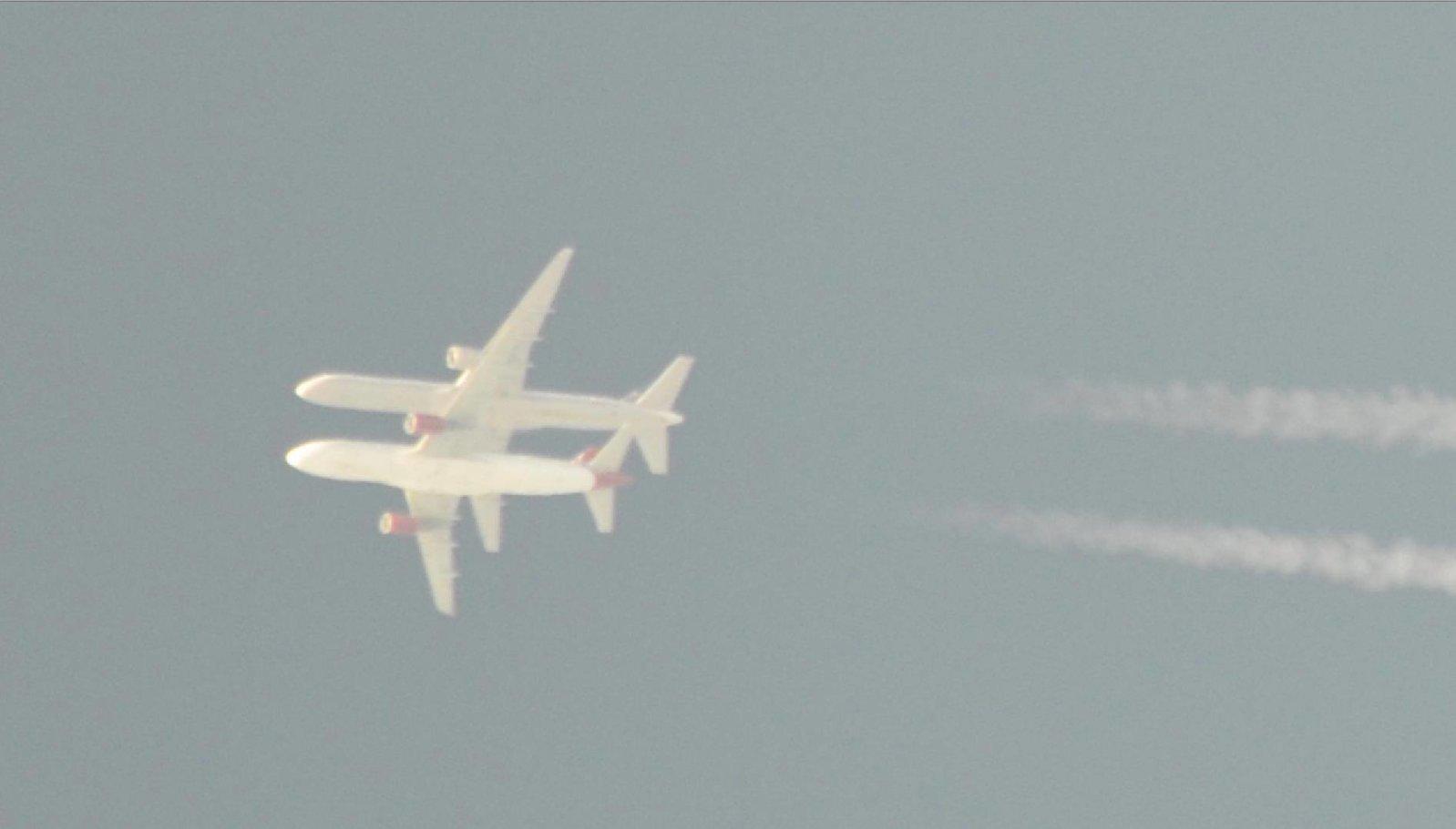 L'illusion trompeuse de l'altitude des avions dans Images et vidéos