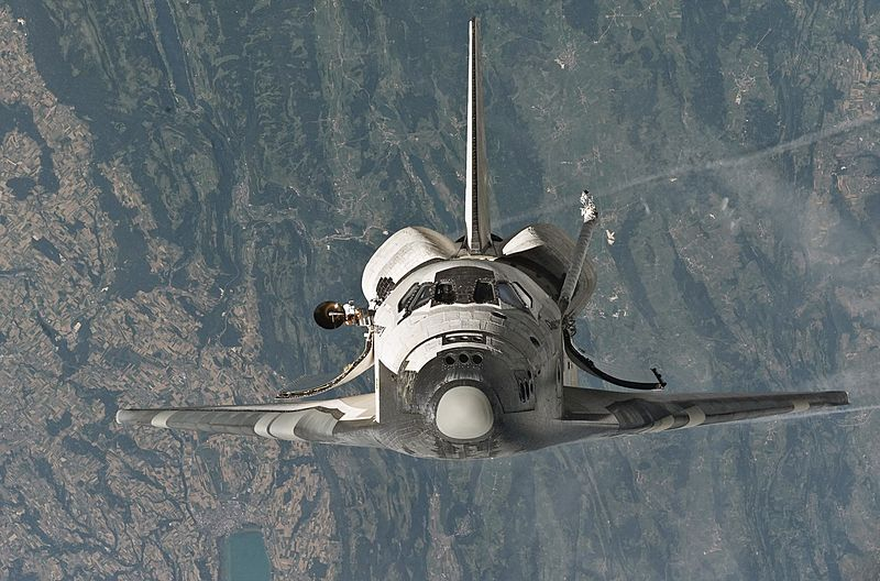 800px-Space_Shuttle_Discovery_(STS-114_'Return_to_Flight')_approaches_the_International_Space_...jpg