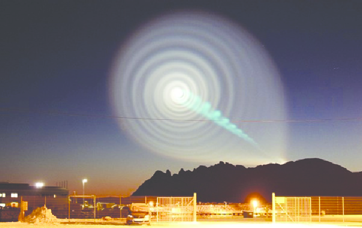 An-amateurs-photo-of-the-exhaust-product-glows-after-the-Bulava-rocket-launch-at-0645.png
