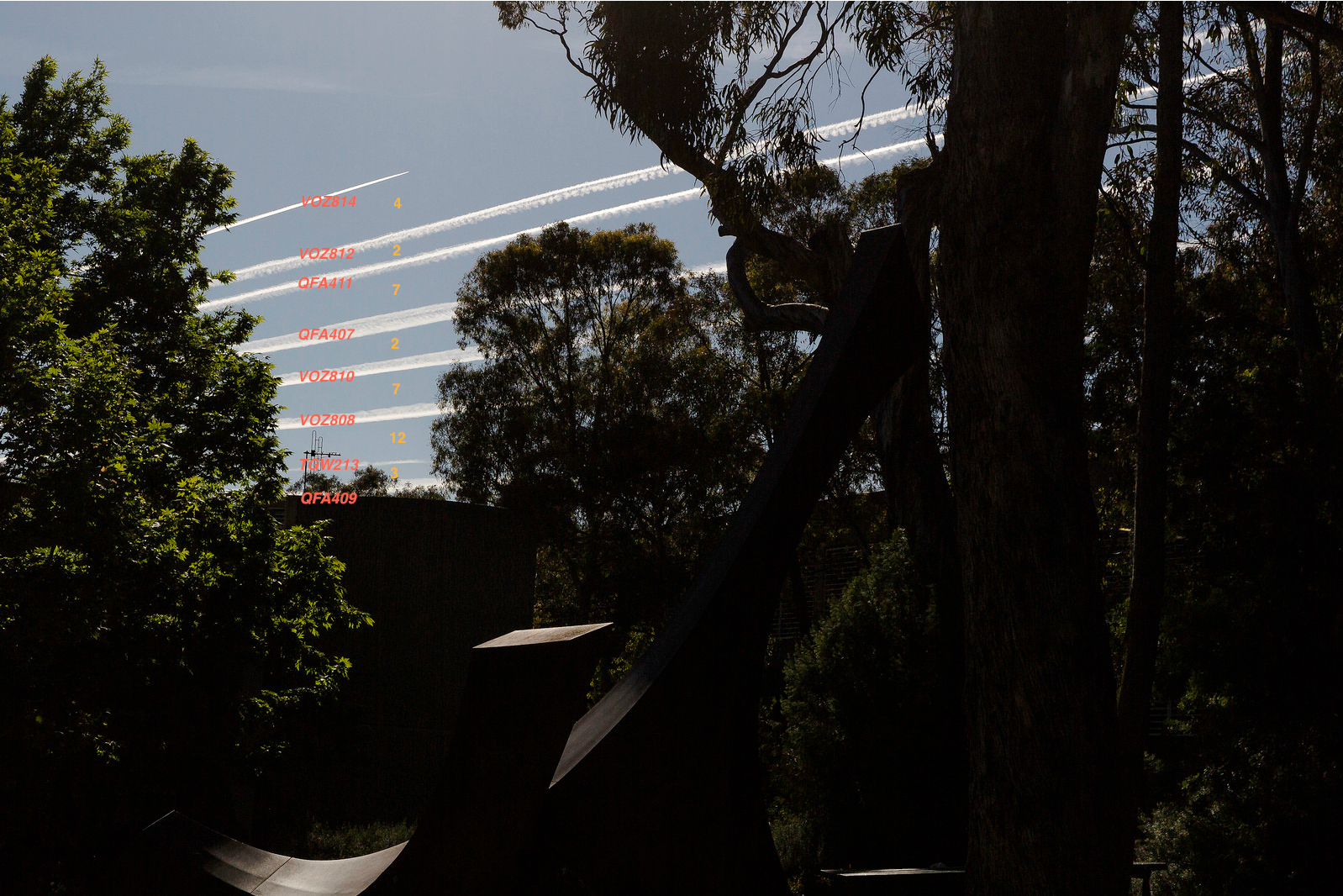 Canberra contrails flights and timing.png