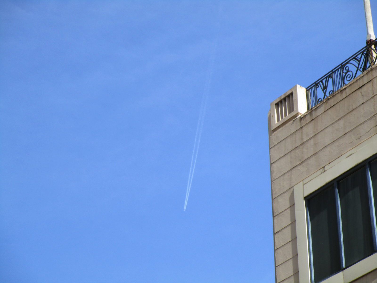 Contrail_Rundle_Mall.jpg