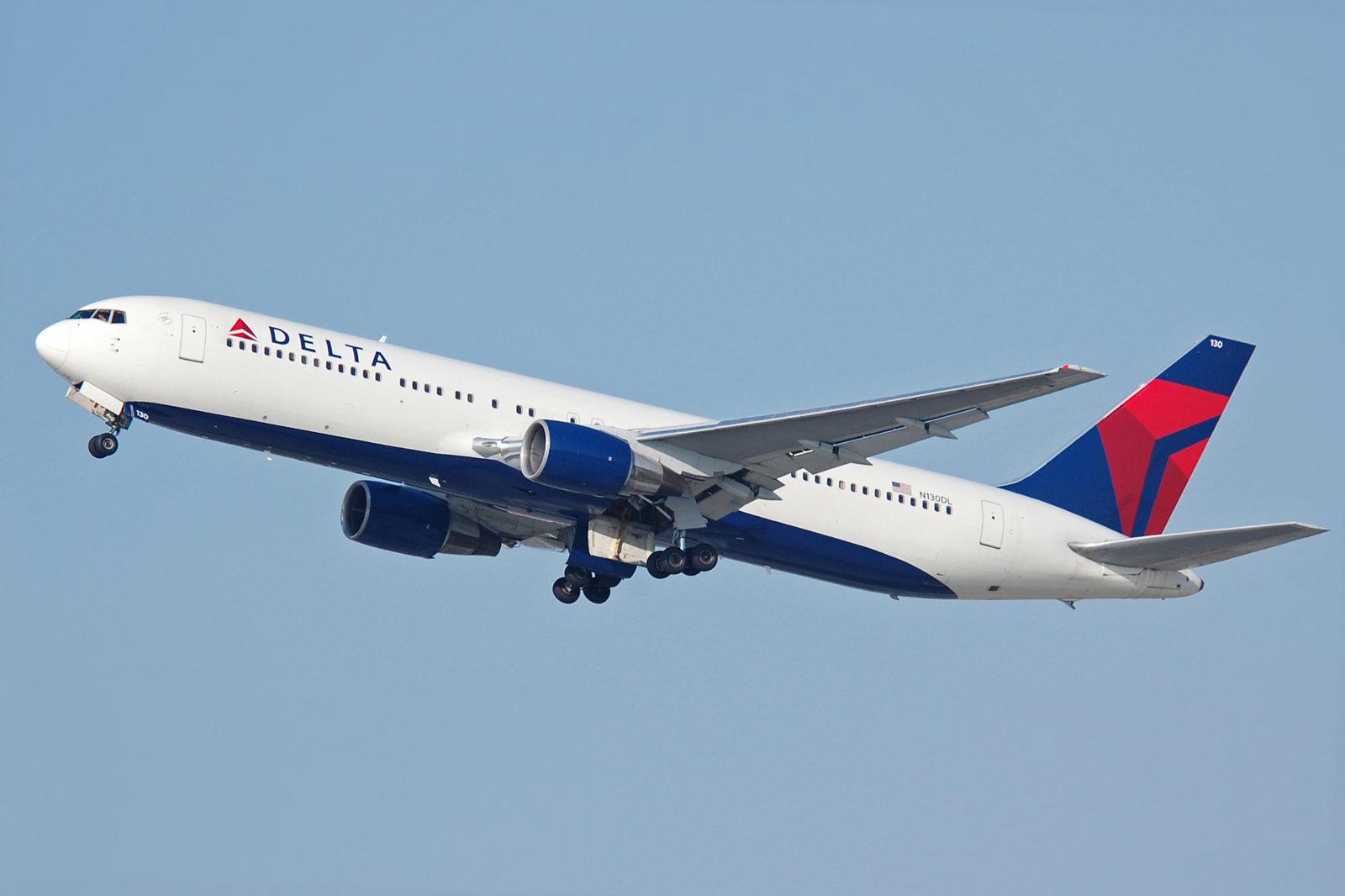 Delta_Air_Lines_B767-332_N130DL.
