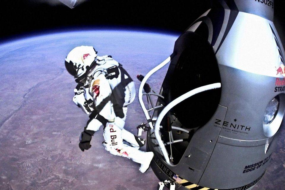 felix-baumgartner-super-bowl-gopro-red-bull-stratos-1200x800.