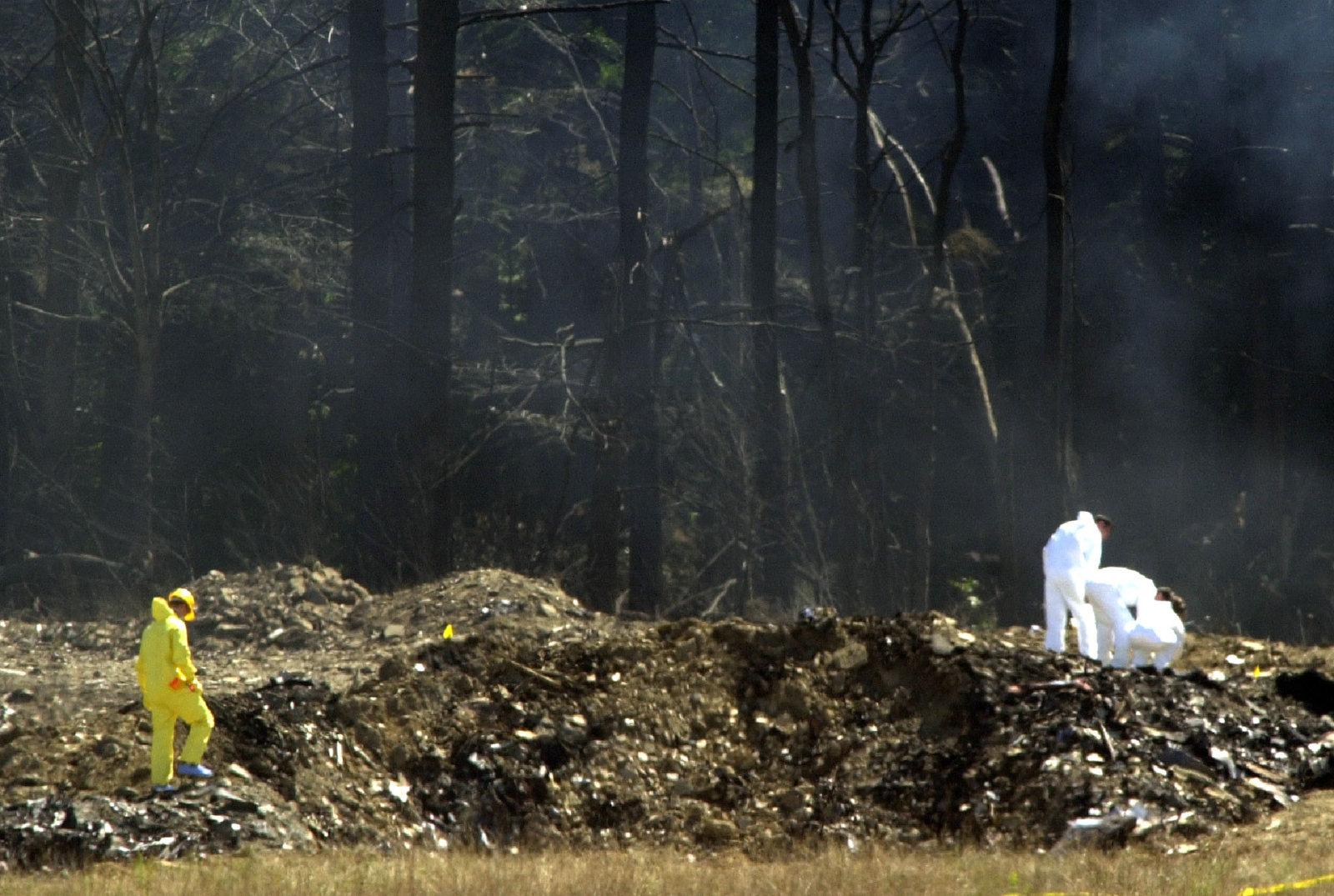 investigators-comb-flight-93-crash-site.