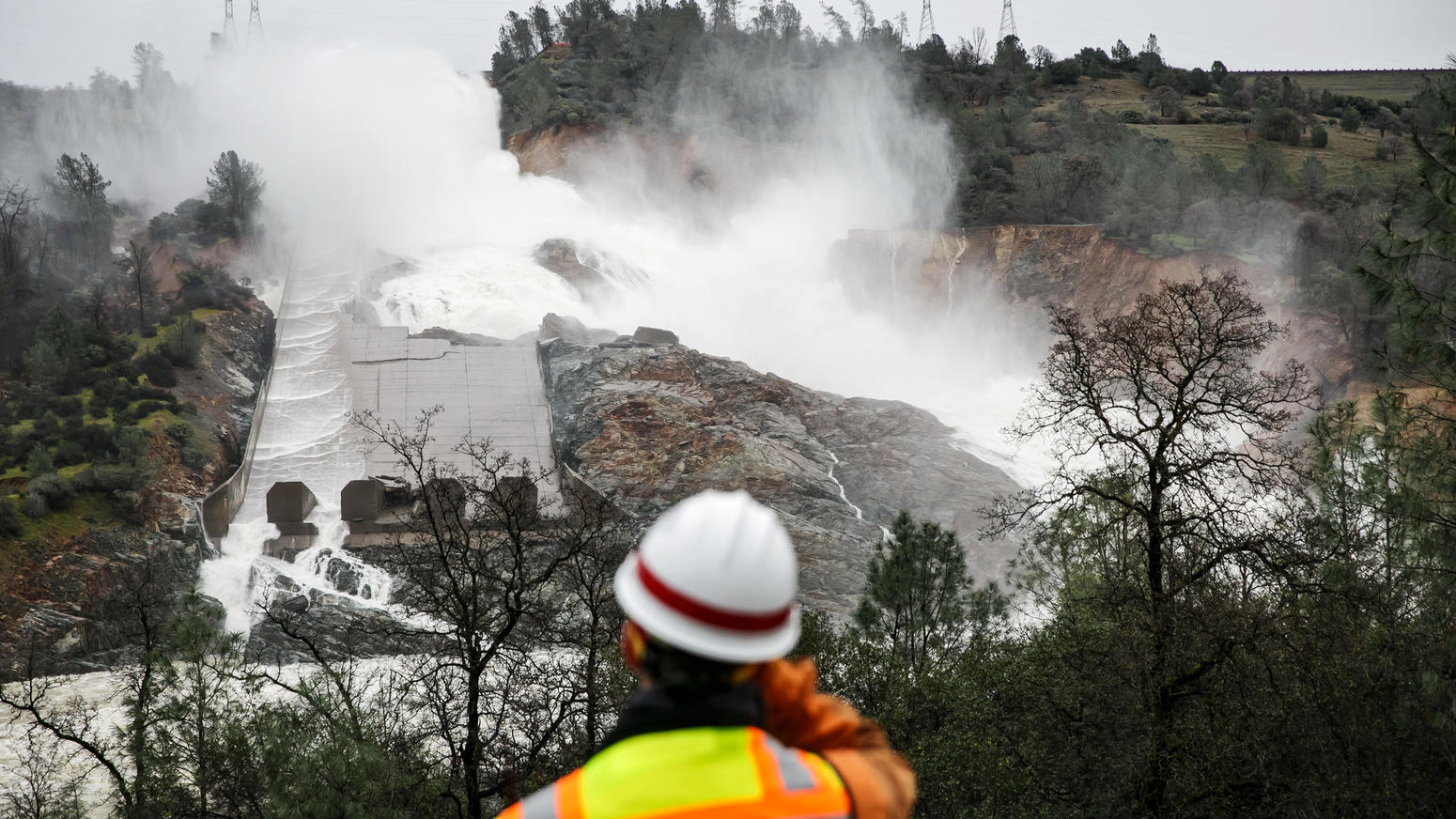 la-me-lake-oroville-spillway-pictures-103.jpg