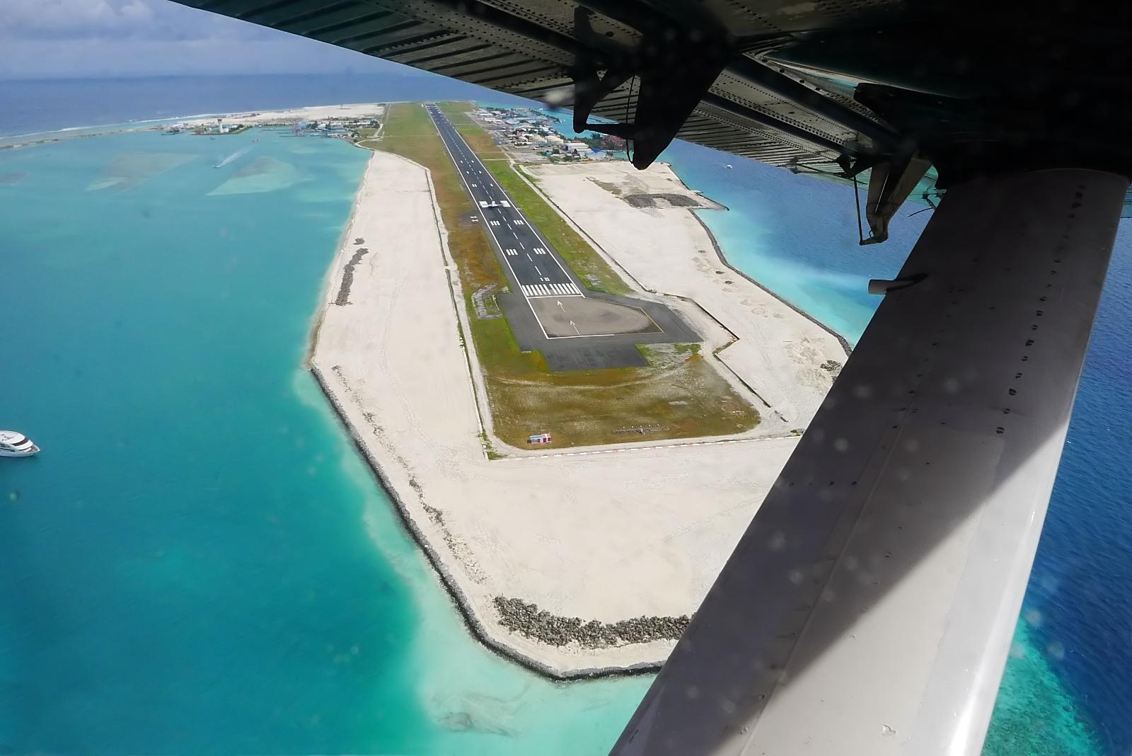 Malé_Airport_(8684876813).