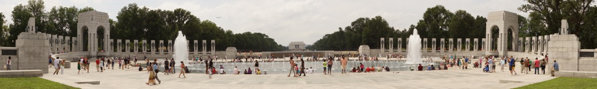 Panorama (Wide) WWII Memorial + Lincoln r.