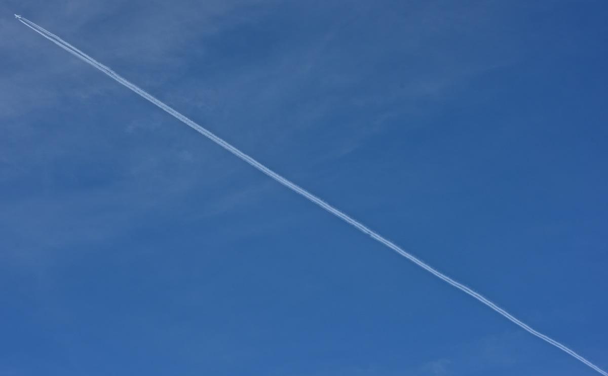 Plane : Contrail r.jpg