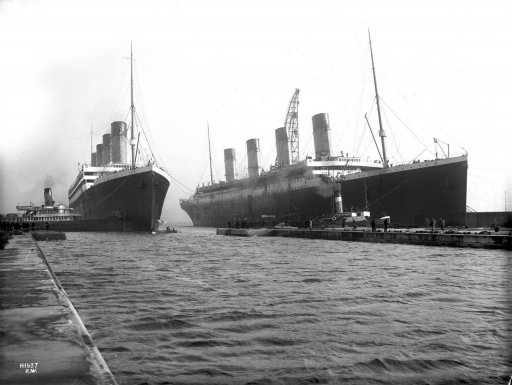 Olympic_and_Titanic.jpg